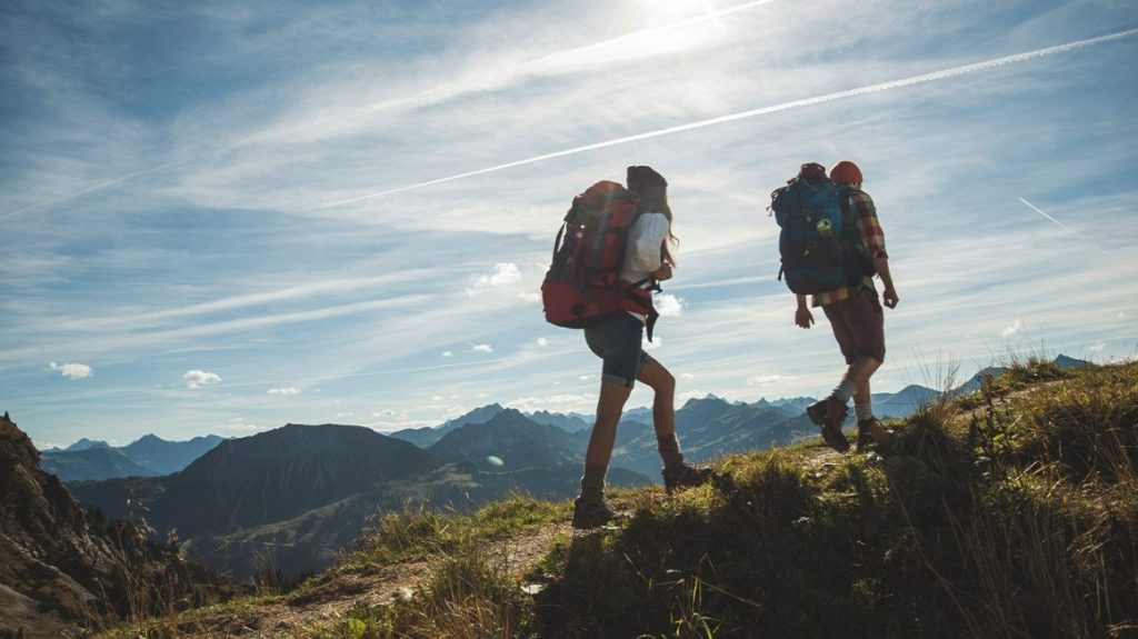 couple hiking mountain climbing 1296x728 header 1024x575 - Find Hobbies That You Can Do With Your Family